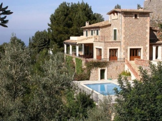 €4,400,000Deia 6 bedroom luxury villa on 10,000 SqM plot with great mountain & sea views .…