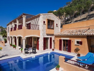 €2,290,000Cala MoraguesLuxury front line villa with guest apartment close to Puerto Andratx…
