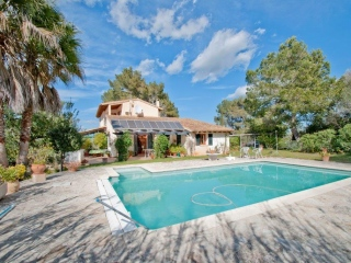 €570,000PetraImmaculately presented 3 bedroom house on a large plot with fantastic countryside views…