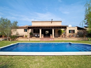 €595,000PollensaStunning country house within walking distance to Pollensa Old Town…