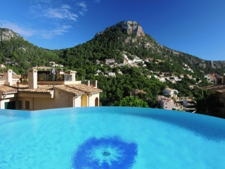 €690,000Cala LlampLuxury garden apartment located in a highly sought-after & exclusive development in Cala Llamp…