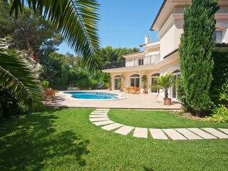 €1,890,000Santa PonsaSea view villa within walking distance of harbour, beach & centre…