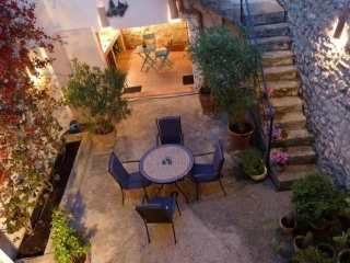 €420,000ArtaBeautifully refurbished townhouse with guest house included…